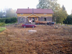 Hieman vielä viimeisteltävää, talosta purettu ulkovuori pois