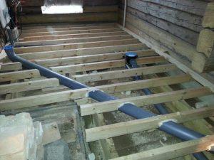Saunan ja kodinhoitohuoneen lattianiskojen päälle tulee vielä eristelevy ennen valua